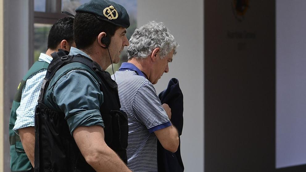 Villar escoltado por la Guardia Civil