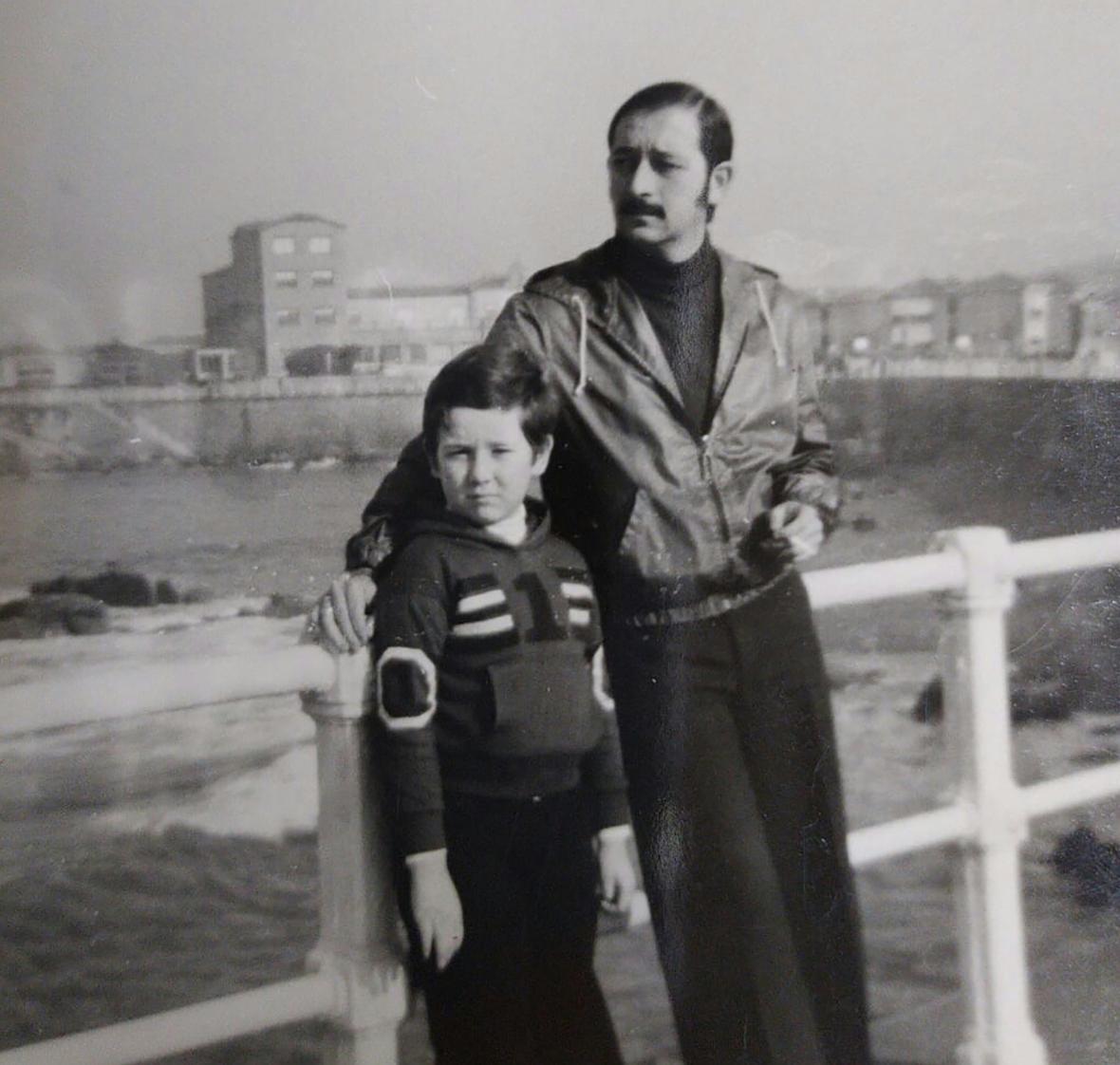 Fotografía del padre e hijo
